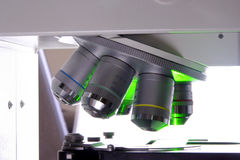 μικροσκόπιο Στοκ εικόνες με δικαίωμα ελεύθερης χρήσης