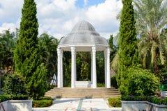Μικρός θόλος στον κήπο Στοκ εικόνες με δικαίωμα ελεύθερης χρήσης