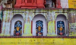 Μικρός ινδός ναός στο Varanasi, Ινδία Στοκ Εικόνες
