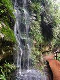 Μικρός καταρράκτης κολπίσκου στο εθνικό πάρκο Jiuzhaigou στοκ εικόνες με δικαίωμα ελεύθερης χρήσης