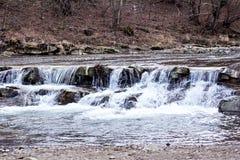 μικρός καταρράκτης Ποταμός βουνών Carpathians Στοκ φωτογραφία με δικαίωμα ελεύθερης χρήσης
