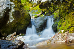 Μικρός καταρράκτης στο SoÄ  ένας ποταμός σε Slovenija Στοκ φωτογραφία με δικαίωμα ελεύθερης χρήσης
