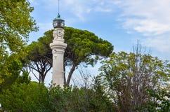 Μικρός πύργος επικοινωνιών μεταξύ των δέντρων στη Ρώμη Στοκ εικόνα με δικαίωμα ελεύθερης χρήσης