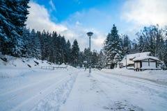 Μικρός σιδηροδρομικός σταθμός το χειμώνα Στοκ Φωτογραφίες
