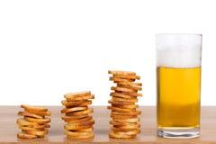 Μικρός στρογγυλός μίνι ψήνει τους ρόλους με την μπύρα Στοκ φωτογραφίες με δικαίωμα ελεύθερης χρήσης