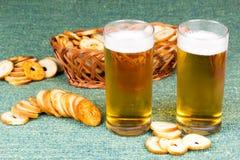 Μικρός στρογγυλός μίνι ψήνει τους ρόλους με την μπύρα Στοκ Εικόνες