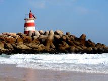 Μικρός φάρος στην παραλία Ilha de Ταβίρα Αλγκάρβε Πορτογαλία Στοκ φωτογραφία με δικαίωμα ελεύθερης χρήσης