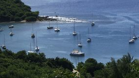 Μικρός όρμος άποψης της Αντίγκουα καραϊβικός εναέριος φιλμ μικρού μήκους