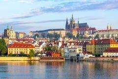 Μικρότερη εικονική παράσταση πόλης πόλης Mala Strana με το Κάστρο της Πράγας, Δημοκρατία της Τσεχίας στοκ εικόνες