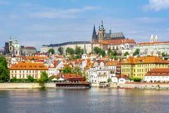 Μικρότερη εικονική παράσταση πόλης πόλης Mala Strana με το Κάστρο της Πράγας, Δημοκρατία της Τσεχίας στοκ φωτογραφία με δικαίωμα ελεύθερης χρήσης