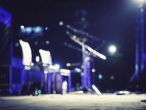 Μικρόφωνο γεγονότος φεστιβάλ μουσικής θαμπάδων στη ζωντανή μουσική σκηνών συναυλίας Στοκ Φωτογραφία