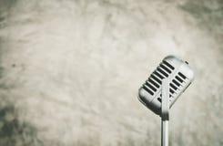 Μικρόφωνο εστίασης, ομιλητής υποβάθρου στη αίθουσα συνδιαλέξεων, SPE στοκ εικόνες με δικαίωμα ελεύθερης χρήσης