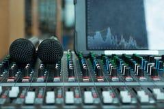 Μικρόφωνο και έλεγχος μικροφώνων Στοκ Εικόνα