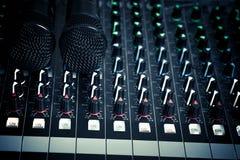 Μικρόφωνο και έλεγχος μικροφώνων Στοκ Εικόνες