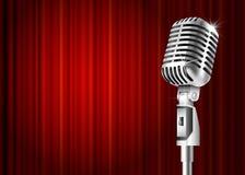 Μικρόφωνο και κόκκινη κουρτίνα Στοκ εικόνα με δικαίωμα ελεύθερης χρήσης