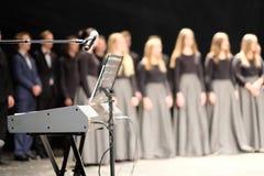 Μικρόφωνο και στάση μουσικής Στοκ εικόνες με δικαίωμα ελεύθερης χρήσης