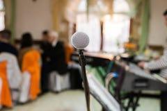 Μικρόφωνο στη αίθουσα συναυλιών, τη διάσκεψη ή το στάδιο Στοκ Φωτογραφίες