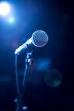 Μικρόφωνο στη σκηνή Στοκ Εικόνες