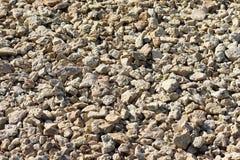 Μικρό αμμοχάλικο κινηματογραφήσεων σε πρώτο πλάνο, ζωηρόχρωμο αμμοχάλικο ποταμών που χρησιμοποιείται στο δάπεδο Δομικό πεζοδρόμιο στοκ φωτογραφία
