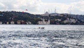 Μικρό αλιευτικό σκάφος σε Bosphorus Στοκ Εικόνες