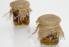Μικρό βάζο με την παραδοσιακή μαρμελάδα καρυδιών Στοκ φωτογραφία με δικαίωμα ελεύθερης χρήσης