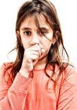 Μικρό βήξιμο κοριτσιών που απομονώνεται στο λευκό στοκ εικόνες με δικαίωμα ελεύθερης χρήσης