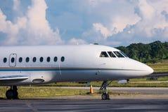 Μικρό εμπορικό αεριωθούμενο αεροπλάνο στοκ φωτογραφίες με δικαίωμα ελεύθερης χρήσης