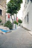 μικρό λευκό σπιτιών Οι στενές οδοί Bodrum Εγχώριοι κάτοικοι Στοκ φωτογραφία με δικαίωμα ελεύθερης χρήσης