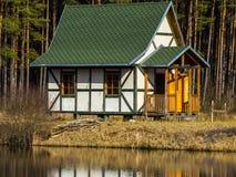 μικρό λευκό σπιτιών Στοκ φωτογραφία με δικαίωμα ελεύθερης χρήσης