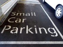 Μικρό διάστημα χώρων στάθμευσης αυτοκινήτων Στοκ εικόνα με δικαίωμα ελεύθερης χρήσης