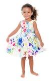Μικρό ισπανικό κορίτσι που φορά ένα θερινό φόρεμα λουλουδιών Στοκ εικόνα με δικαίωμα ελεύθερης χρήσης