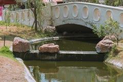 Μικρό κανάλι στο πάρκο στοκ φωτογραφίες