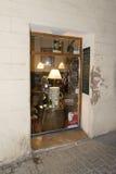 Μικρό κατάστημα στο παλαιό κέντρο της Πάλμα ντε Μαγιόρκα Στοκ εικόνα με δικαίωμα ελεύθερης χρήσης