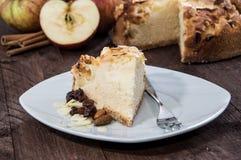 Μικρό κομμάτι της πίτας της Apple σε ένα πιάτο Στοκ Φωτογραφία