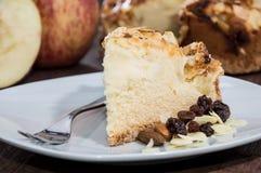 Μικρό κομμάτι της πίτας της Apple σε ένα πιάτο Στοκ φωτογραφία με δικαίωμα ελεύθερης χρήσης