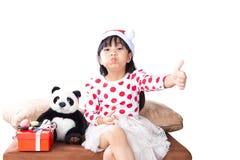 Μικρό κορίτσι με ένα πιάτο των μπισκότων για Santa Στοκ φωτογραφία με δικαίωμα ελεύθερης χρήσης