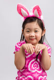 Μικρό κορίτσι με τα αυτιά λαγουδάκι στο λευκό/μικρό κορίτσι με τα αυτιά λαγουδάκι/μικρό κορίτσι με τα αυτιά λαγουδάκι, πυροβολισμ Στοκ Φωτογραφίες