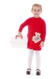 Μικρό κορίτσι με την άσπρη ιατρική βαλίτσα Στοκ Φωτογραφία