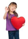 Μικρό κορίτσι με την κόκκινη καρδιά Στοκ Φωτογραφία