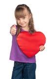 Μικρό κορίτσι με την κόκκινη καρδιά Στοκ εικόνες με δικαίωμα ελεύθερης χρήσης