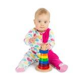Μικρό κορίτσι με την πυραμίδα παιχνιδιών στοκ εικόνες