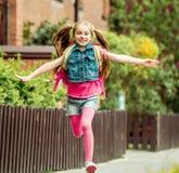Μικρό κορίτσι που οργανώνεται από το σχολείο Στοκ Εικόνα