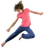 Μικρό κορίτσι που πηδά και που χορεύει στοκ εικόνα