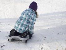 Μικρό κορίτσι σε ένα έλκηθρο Στοκ Φωτογραφίες