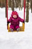 Μικρό κορίτσι σε μια ταλάντευση Στοκ εικόνα με δικαίωμα ελεύθερης χρήσης