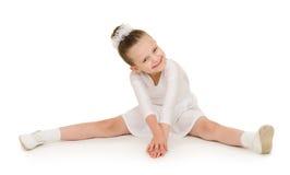 Μικρό κορίτσι στην άσπρη εσθήτα σφαιρών Στοκ Εικόνες