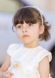 Μικρό κορίτσι στο κοστούμι νυφών Στοκ εικόνα με δικαίωμα ελεύθερης χρήσης