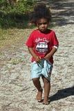 Μικρό κορίτσι στο νησί των πεύκων, Νέα Καληδονία Στοκ Εικόνα