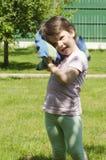 Μικρό κορίτσι στο νυσταλέο χρόνο Στοκ Φωτογραφίες