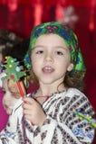 Μικρό κορίτσι στο ρουμανικό εθνικό κοστούμι Στοκ Εικόνες